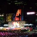 郭富城表演時,舞台後方投射的運動員影像