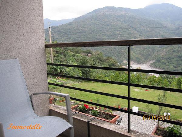 每個客房都有對外的陽台,面對無敵山景