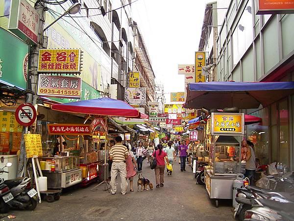 Fengchia_Bento_Street.jpg