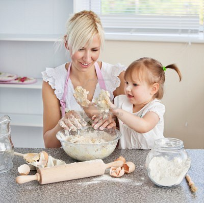 10250207-simper-woman-baking-cookies-with-her-daughter.jpg