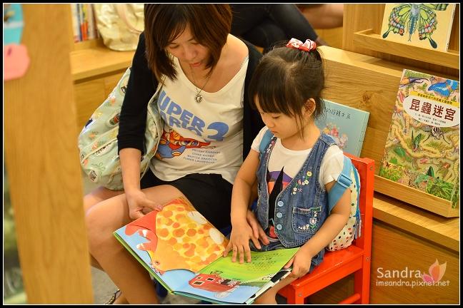 201206-花栗鼠繪本館,糖果老師畫畫課 (6)
