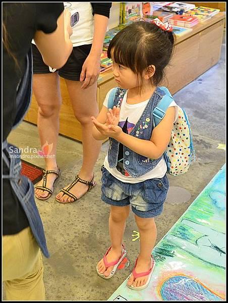 201206-花栗鼠繪本館,糖果老師畫畫課 (8)