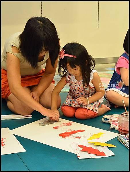 201206-花栗鼠繪本館,糖果老師畫畫課 (21)