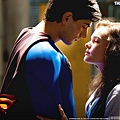 5875_superman-returns-brandon-routh-kate-bosworth-logo-zblizenie