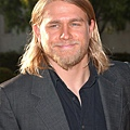 charlie-hunnam-premiere-sons-of-anarchy-03