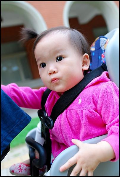 騎車載小寶去成大