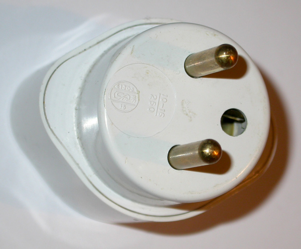 TYPE E French_plug_and_socket.jpg