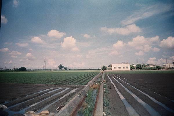 農田中也有天空