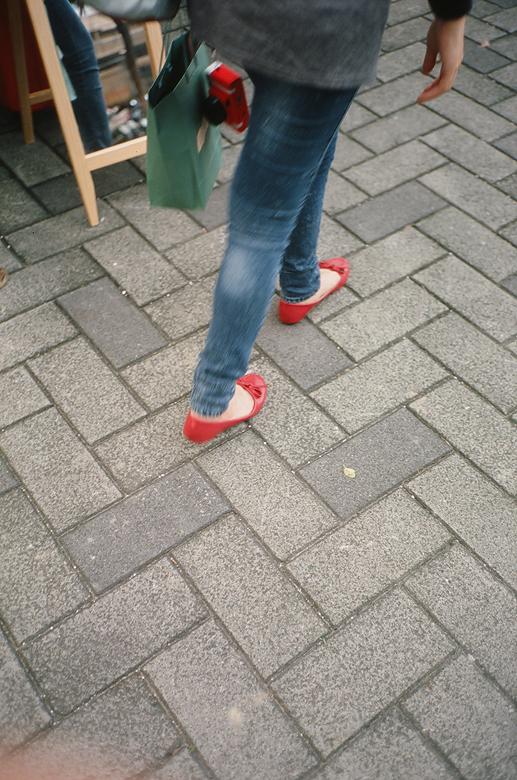 正妹的小紅鞋+紅lomo!!!