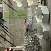 23.某理髮廳佈置之我愛銀白色聖誕樹