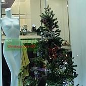 21.某美術材料行(誤)之聖誕樹(服飾店)