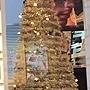 26.眼鏡行聖誕樹,其實他很高,直到天花板!而且金銀色很美!