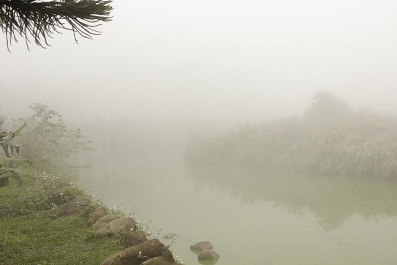 麒麟潭都是霧