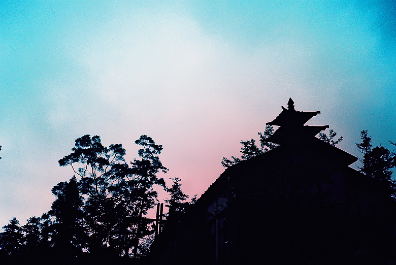 天空居然變成粉紅色的