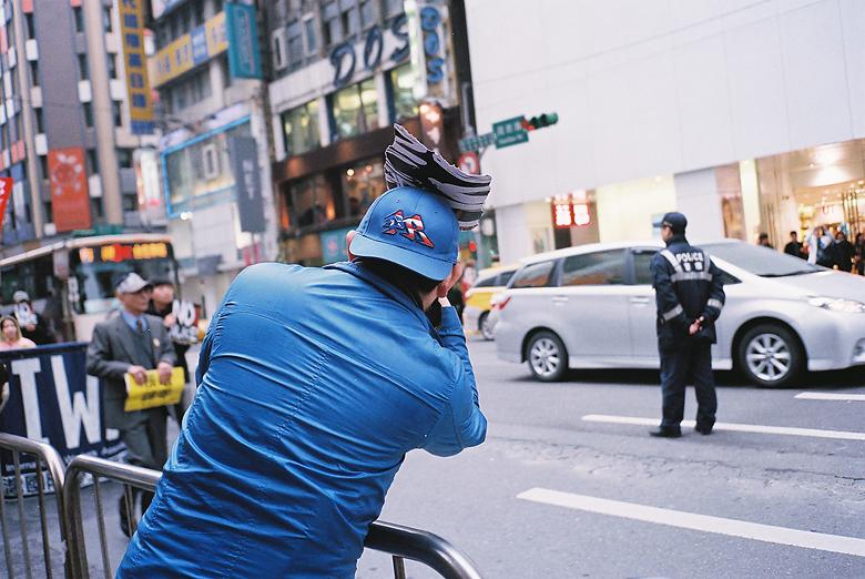 參與的攝影家與警察