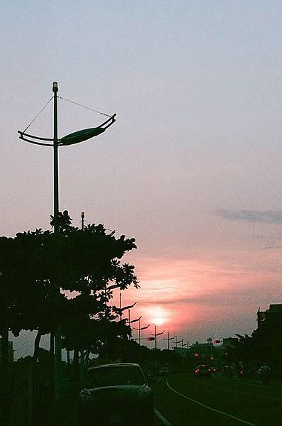 安平路上回頭看夕陽