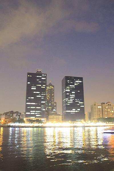 亮晶晶的光榮碼頭與八五大樓