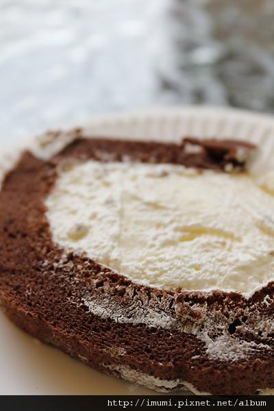 這是甜點,疑似諾貝爾奶凍捲