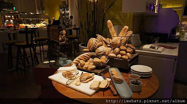 kitchenwetbarDSC05360.JPG