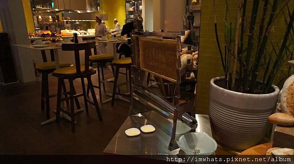kitchenwetbarDSC05361.JPG