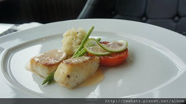 異料理下午茶香檸鮮魚佐蝦卵白酒醬汁