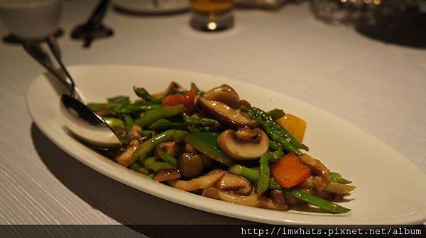 遠東香宮什菇炒蘆筍