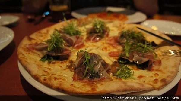 bencottopizza Boscaiola 藍紋乳酪搭蔬菜牛肝菌菇.JPG
