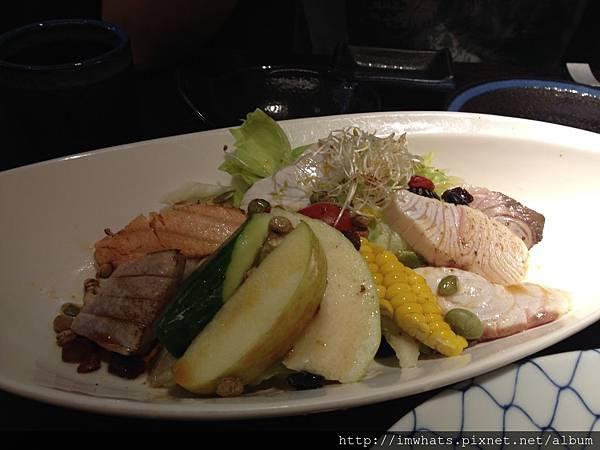 琦玉生魚片沙拉.JPG