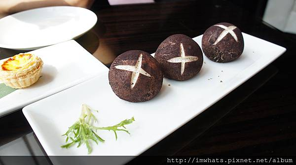 W HOTEL紫艷菇菇包.JPG