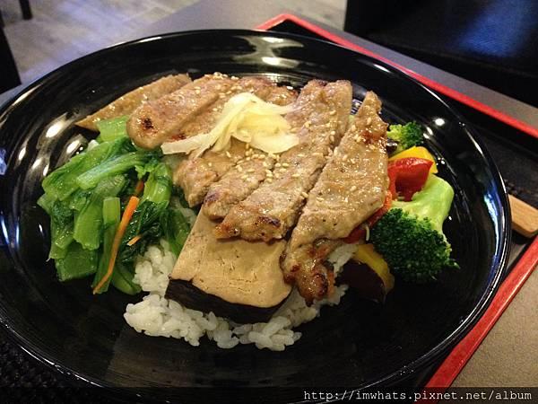 七海食堂烤肉蓋飯.JPG