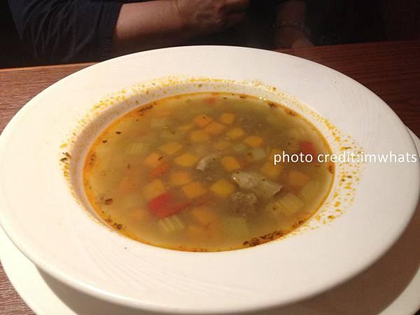 古拉爵義式蔬菜湯.JPG