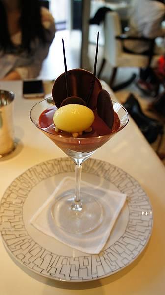 N DEUX TROIS巧克力慕斯杯及榛果醬佐柚子冰沙.JPG