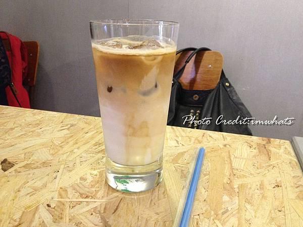 菜鳥咖啡焦糖拿鐵.JPG