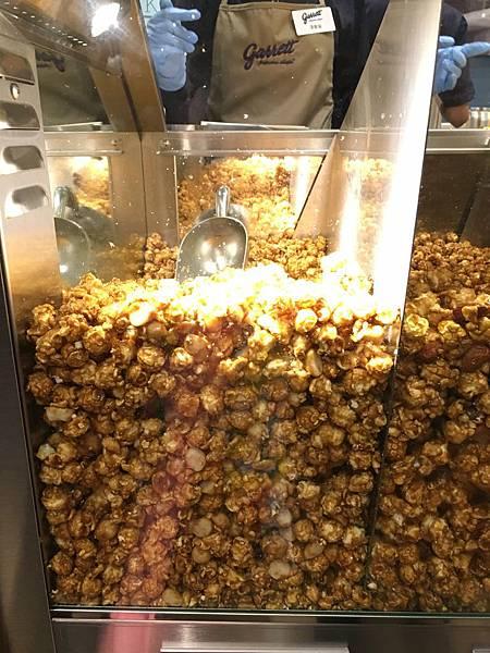 garrett popcorn夏威夷果酥脆焦糖.JPG