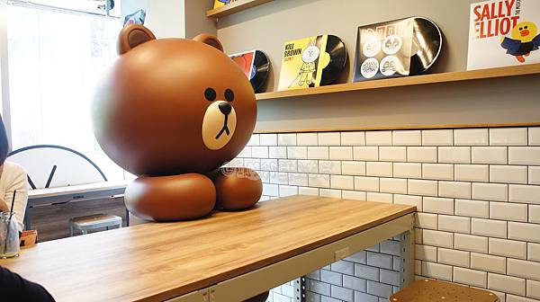 line friend store cafeDSC07878.JPG