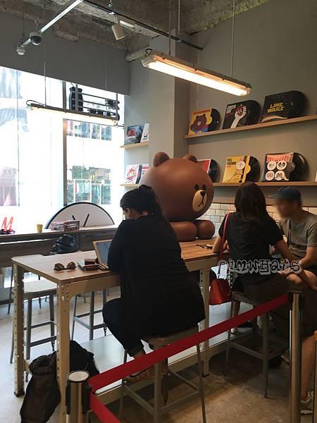 line friend store cafeIMG_2301.JPG