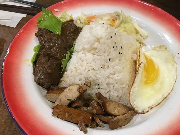 金福氣南洋食堂巴東牛肉飯.JPG