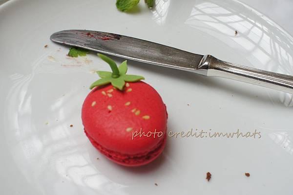 君悅茶苑草莓馬卡龍.JPG