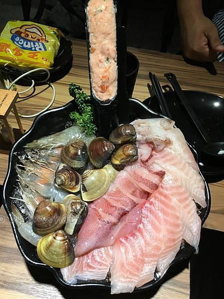 鍋台銘總匯海鮮1.jpg