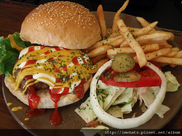 小火山牛肉漢堡.JPG