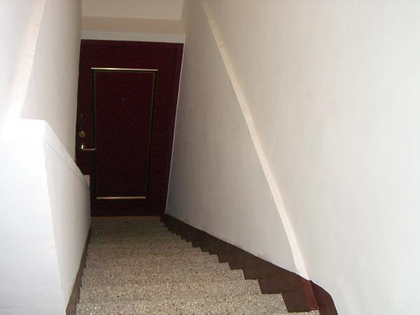 有點陡讓我覺得會重蹈26扭到腳覆轍的樓梯