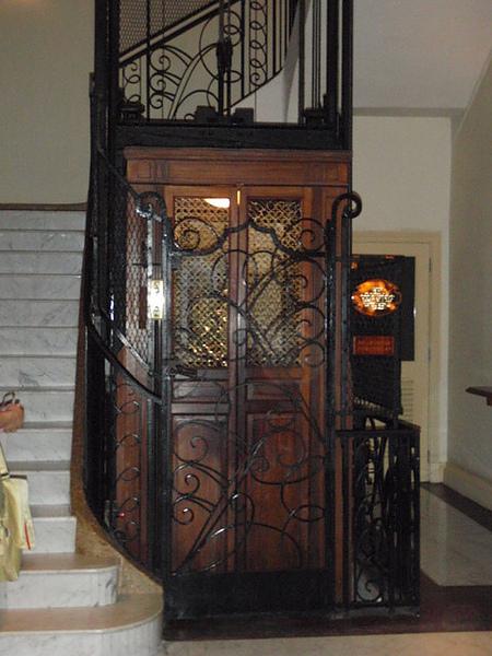 百年黑鑄鐵雕花電梯