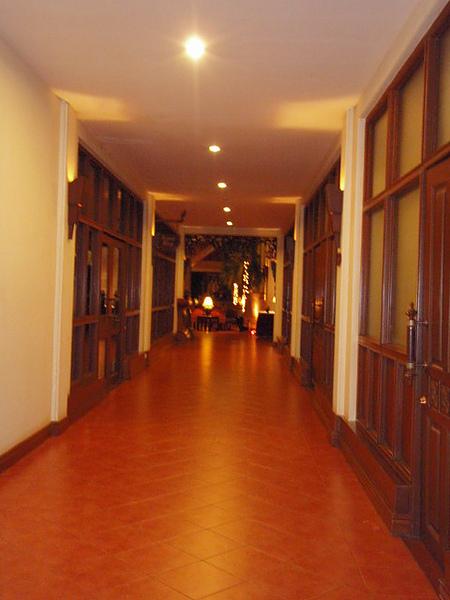 晚上飯店的長廊