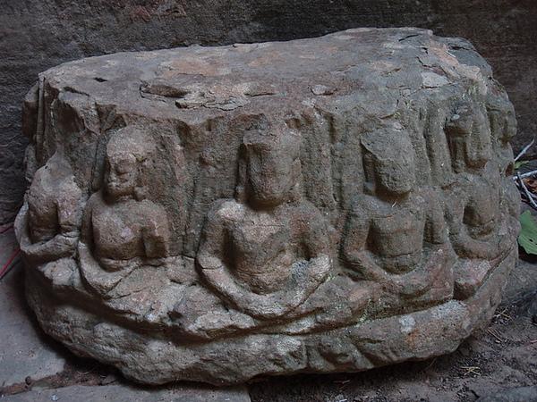 殘存的佛像