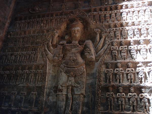 這個毗濕奴以8隻手的型態出現