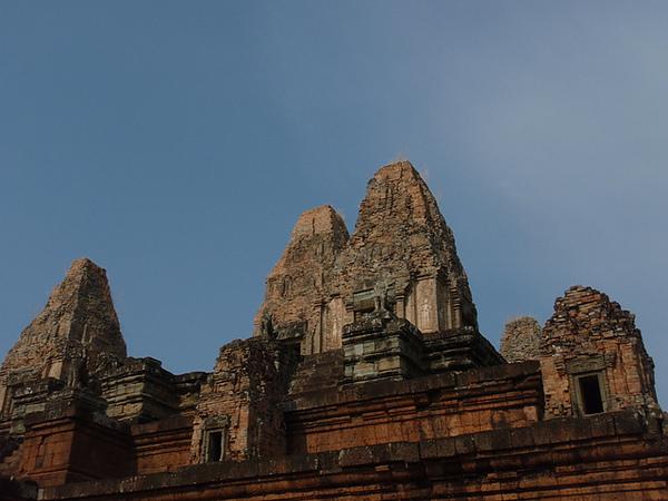 側面看有五座塔
