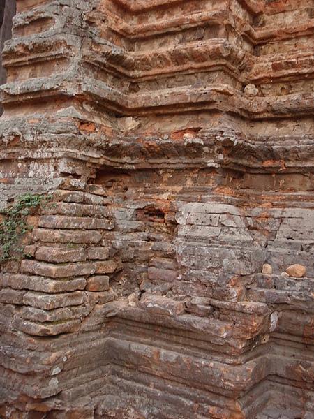 羅蕾寺是用紅磚建造的