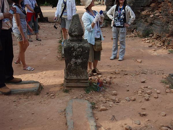國王祭祀的時候就把水澆在中間的地方