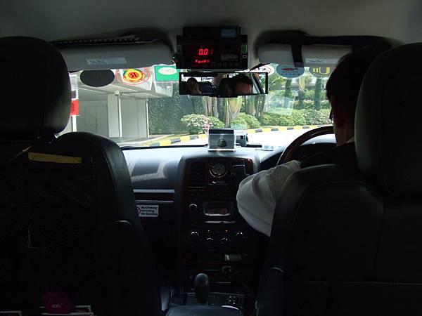 駕駛座在左