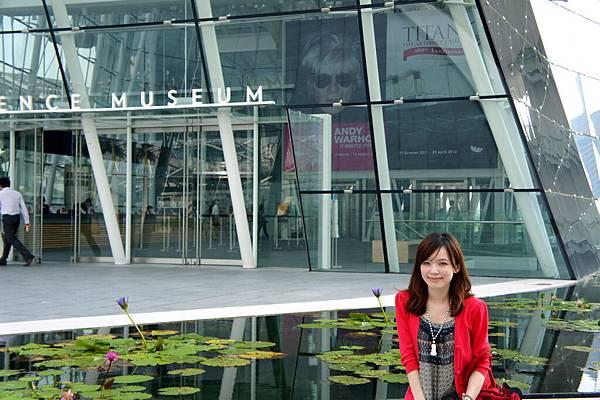 藝術科博館前的荷花池
